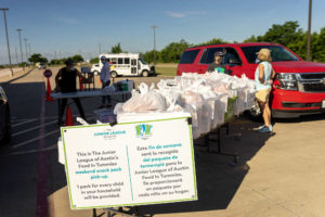 Junior League of Austin Members Volunteer at a FIT Summer Distribution Day
